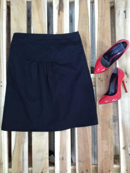 Дамска къса черна пола